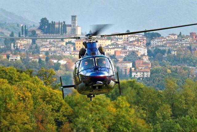 Житель Италии слетал за кофе на вертолёте