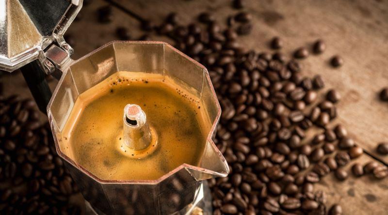 Варим кофе в моке на природе
